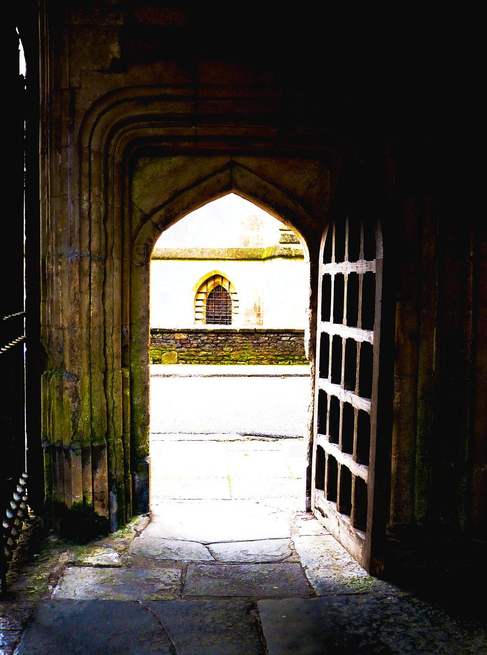 """Wells - doorway vicar's row"" by Sarah is licensed under CC BY 2.0"